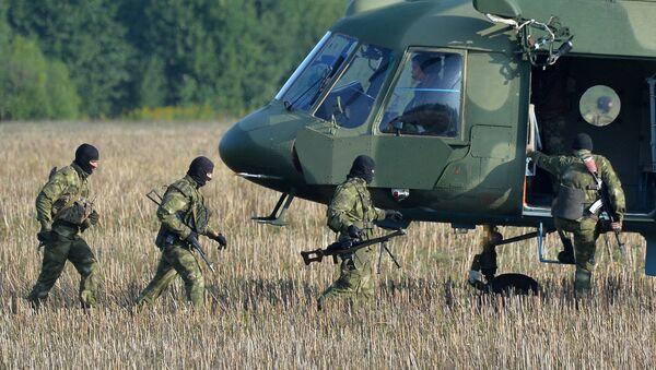 Białoruscy wojskowi w czasie przygotowań do wspólnych manewrów białoruskich i rosyjskich sił zbrojnych Zachód-2017 w  obwodzie mogilewskim - Sputnik Polska