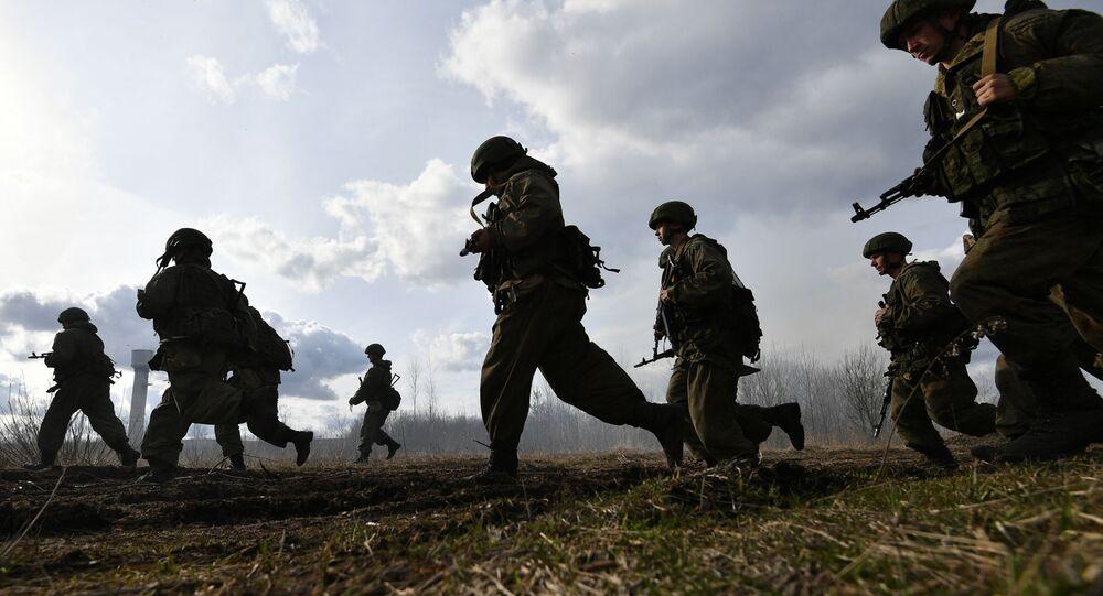 Rosyjscy żołnierze w czasie rosyjsko-białoruskich ćwiczeń grup taktycznych wojsk powietrznodesantowych