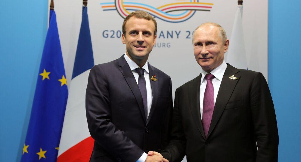 Prezydent Rosji Władimir Putin i prezydent Francji Emmanuel Macron podczas rozmowy w ramach szczytu G20 w Hamburgu