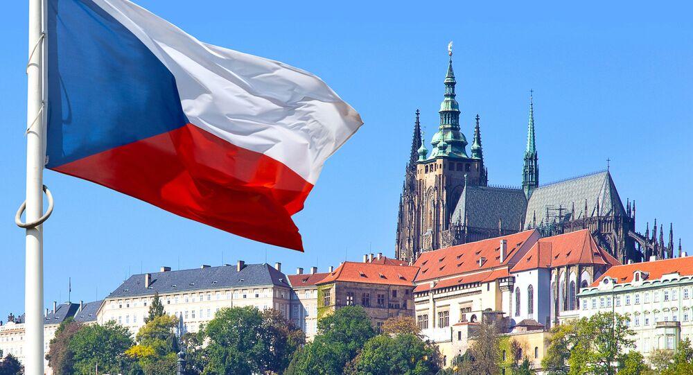 Czeska flaga w historycznym rejonie Pragi