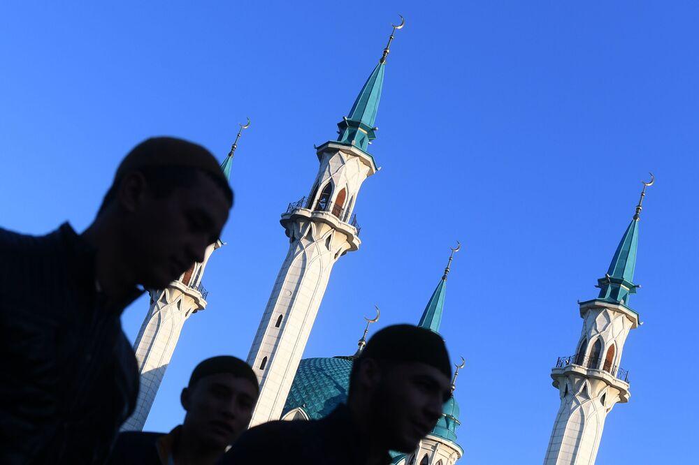 Święto Ofiarowania Kurban Bajram przed Meczetem w Kazaniu