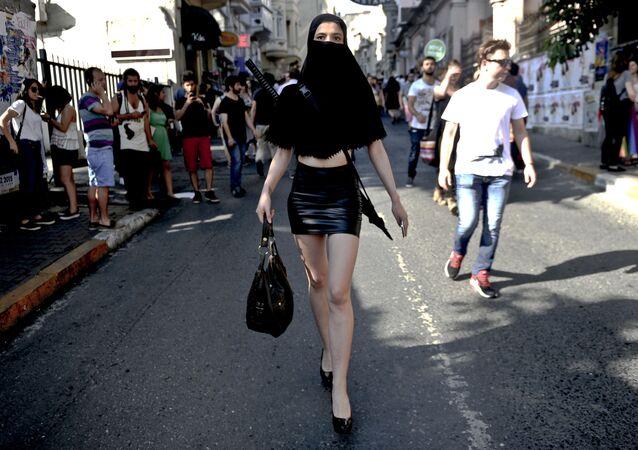 Parada Gay Pride w centrum Stambułu