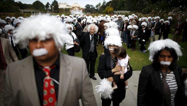 Rekord Guinnessa w zebraniu w jednym miejscu jak największej liczby Albertów Einsteinów, Los Angeles - Sputnik Polska