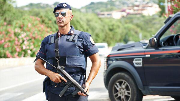 Włoski policjant - Sputnik Polska