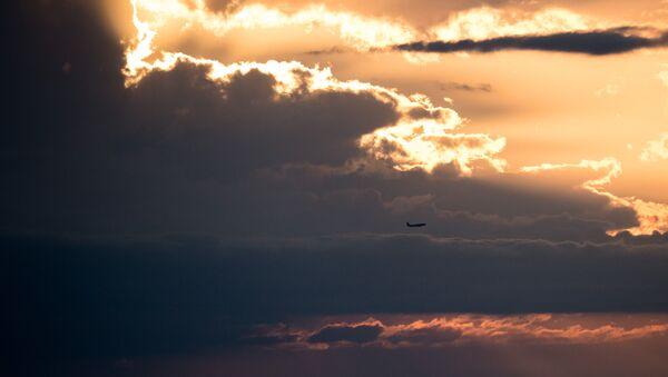 Samolot na niebie - Sputnik Polska