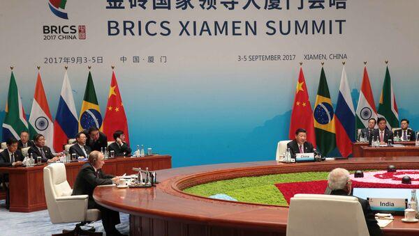 Prezydent Rosji Władimir Putin w czasie spotkania liderów państw grupy BRICS w rozszerzonym składzie z udziałem delegacji - Sputnik Polska
