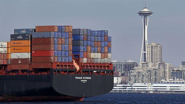 Statek handlowy z kontenerami w Seattle, USA - Sputnik Polska