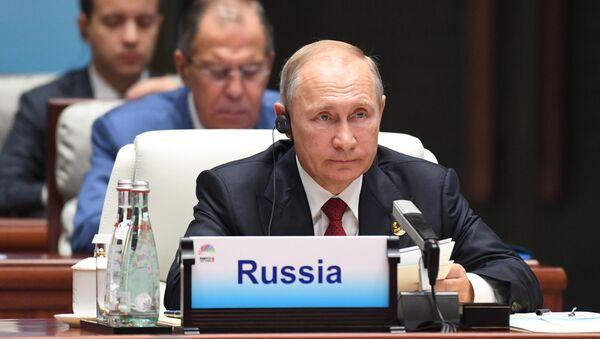 Prezydent Rosji Władimir Putin podczas spotkania przywódców BRICS z szefami państw zaproszonych - Sputnik Polska
