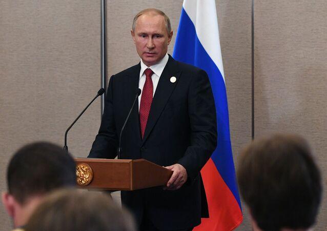 Prezydent Rosji Władimir Putin podczas konferencji prasowej w Xiamen