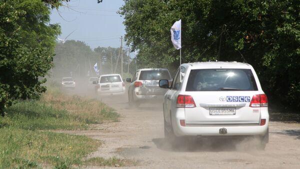 Orszak patrolowy misji OBWE w miejscowości Sachanka niedaleko linii demarkacyjnej w proklamowanej w trybie jednostronnym DRL - Sputnik Polska