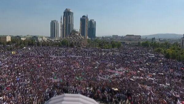 Ponad milion osób zebrało się w centrum Groznego na wiec poparcia dla muzułmanów Rohingya - Sputnik Polska