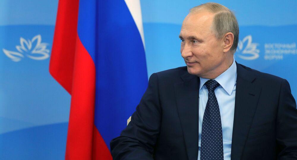 Prezydent Rosji Władimir Putin podczas spotkania z prezydentem Republiki Korei Moon Jae-inem