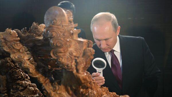 Władimir Putin w Muzeum narodowym w Chinach podczas szczytu BRICS - Sputnik Polska
