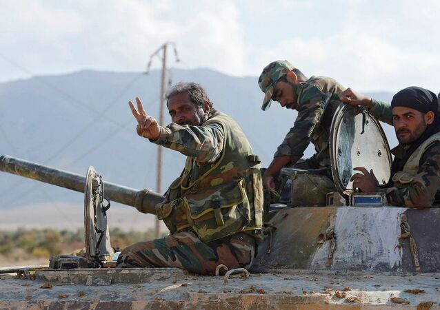 Żołnierze syryjskiej armii uczestniczący w operacji przerwania oblężenia wokół Dajr az-Zor