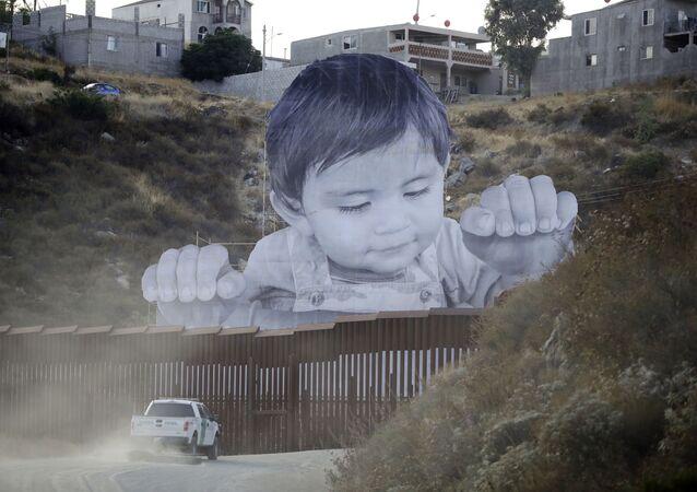 Obraz dziecka pojawił się na punkcie kontrolnym w mieście Tecate