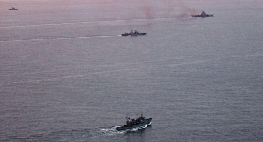 Oddział okrętów Floty Północnej kontynuuje rejs w wodach arktycznych