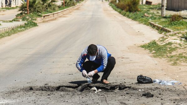 Pobieranie próbek gruntu po ataku w Chan Szejchun w Syrii - Sputnik Polska