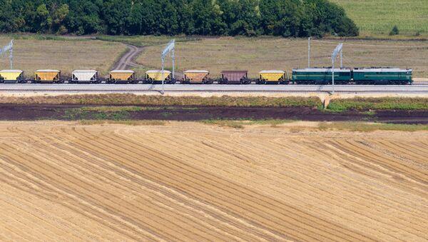 Od października ruch rosyjskich pociągów towarowych będzie odbywał się z pominięciem Ukrainy - Sputnik Polska
