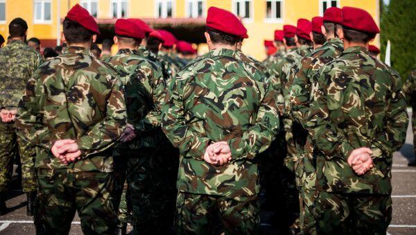 Żołnierze mołdawskiej armii w czasie ćwiczeń wojskowych na terytorium Ukrainy - Sputnik Polska