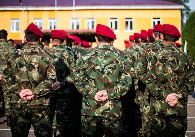 Żołnierze mołdawskiej armii w czasie ćwiczeń wojskowych na terytorium Ukrainy