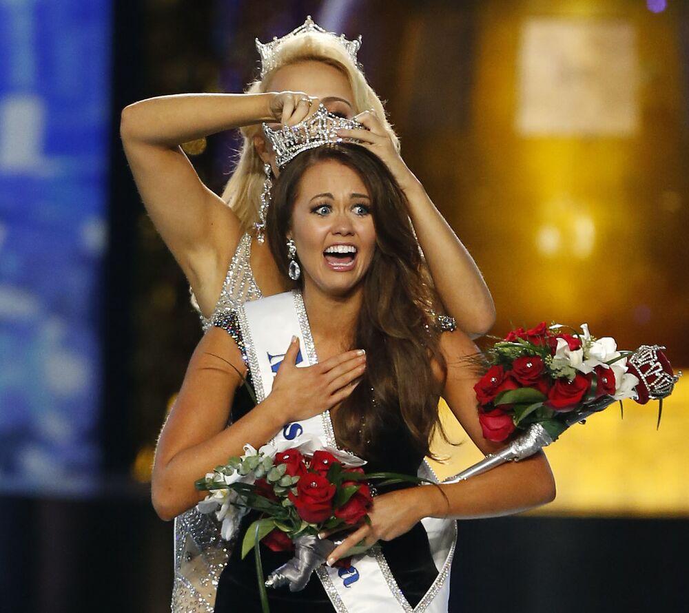 """Miss Dakoty Północnej Cara Mund zdobyła tytuł """"Miss America-2018"""""""