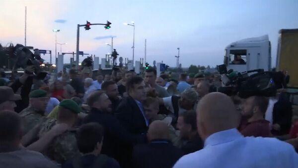Michaił Saakaszwili przekracza granicę ukraińsko-polską - Sputnik Polska