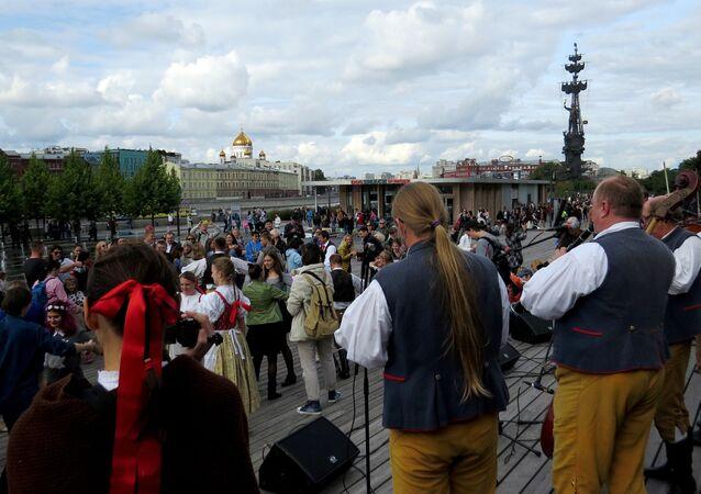 Tańce ludowe podczas Festiwalu Czwórki Wyszehradzkiej