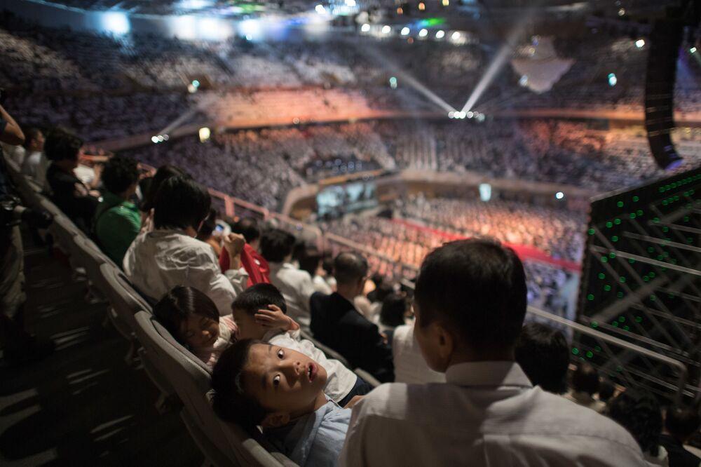 Widownia na ceremonii grupowego ślubu w Korei Południowej