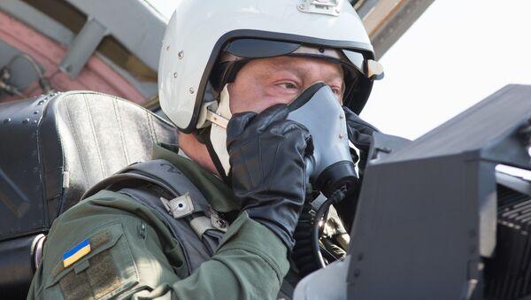Petro Poroszenko w kabinie Mig-29 - Sputnik Polska