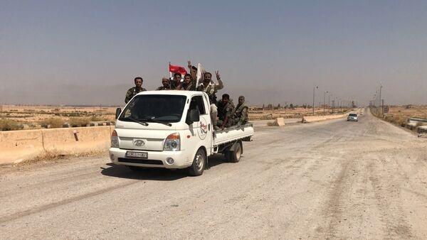 Syryjskie wojska na wjeździe do Dajr az-Zaur - Sputnik Polska