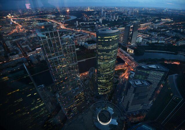Widok z 89 piętra Wieży Federacja Wschód centrum biznesowego Moskwa-City, gdzie budowana jest najwyższa platforma widokowa w Europie