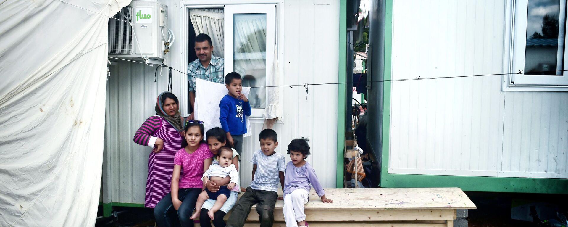 Rodzina afgańskich uchodźców w Atenach - Sputnik Polska, 1920, 29.07.2021