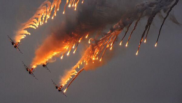 Zespół akrobacyjny sił powietrznych Russkije Witjazi na samolotach Su-27 - Sputnik Polska