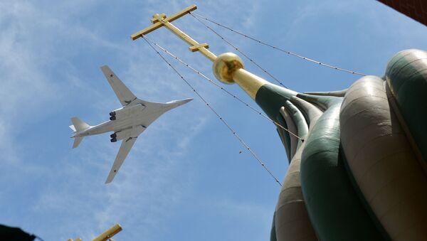 Turboodrzutowy ponaddźwiękowy bombowiec strategiczny Tu-160 - Sputnik Polska
