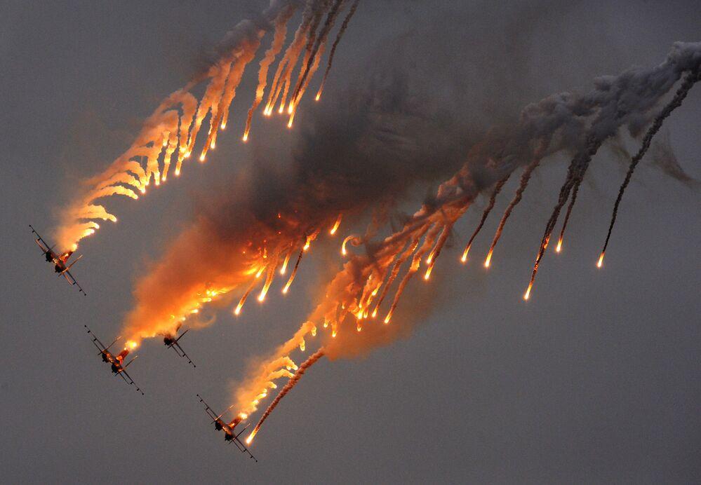 Zespół akrobacyjny sił powietrznych Russkije Witjazi na samolotach Su-27