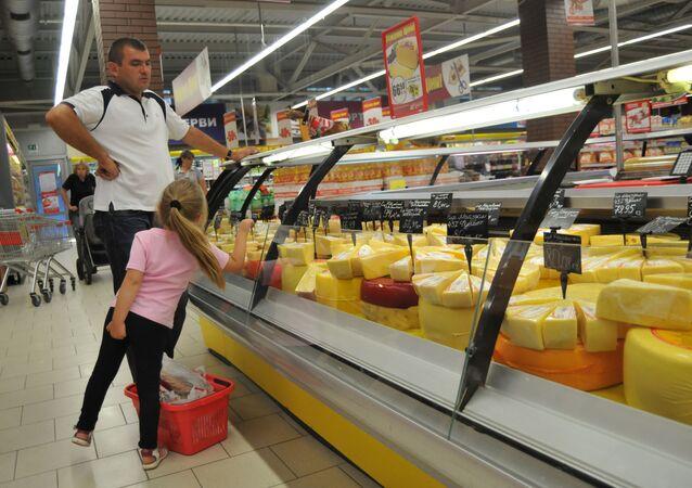 Ukraińskie sery na witrynie jednego z lwowskich sklepów
