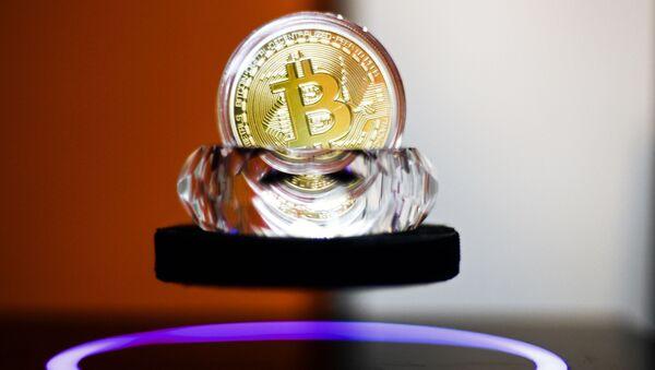 Pamiątkowy bitcoin - Sputnik Polska