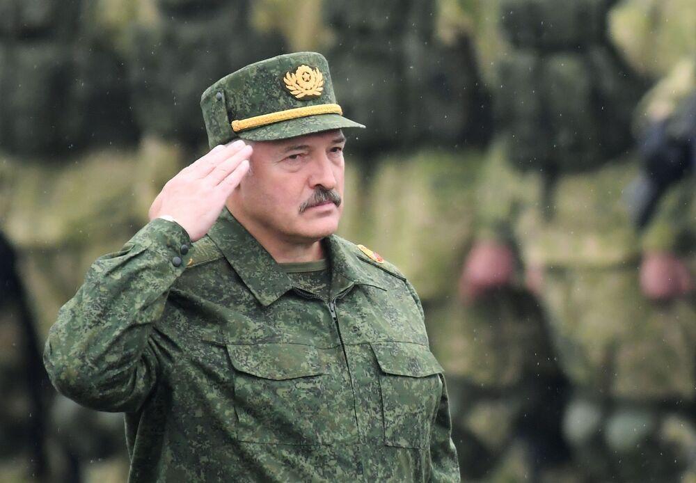 Prezydent Białorusi Alaksandr Łukaszenka podczas rosyjsko-białoruskich manewrów Zapad 2017