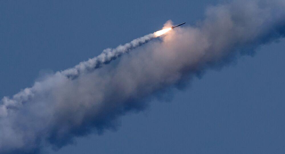 """Wystrzał pocisków """"Kalibr"""" w cele terrorystów w Syrii"""