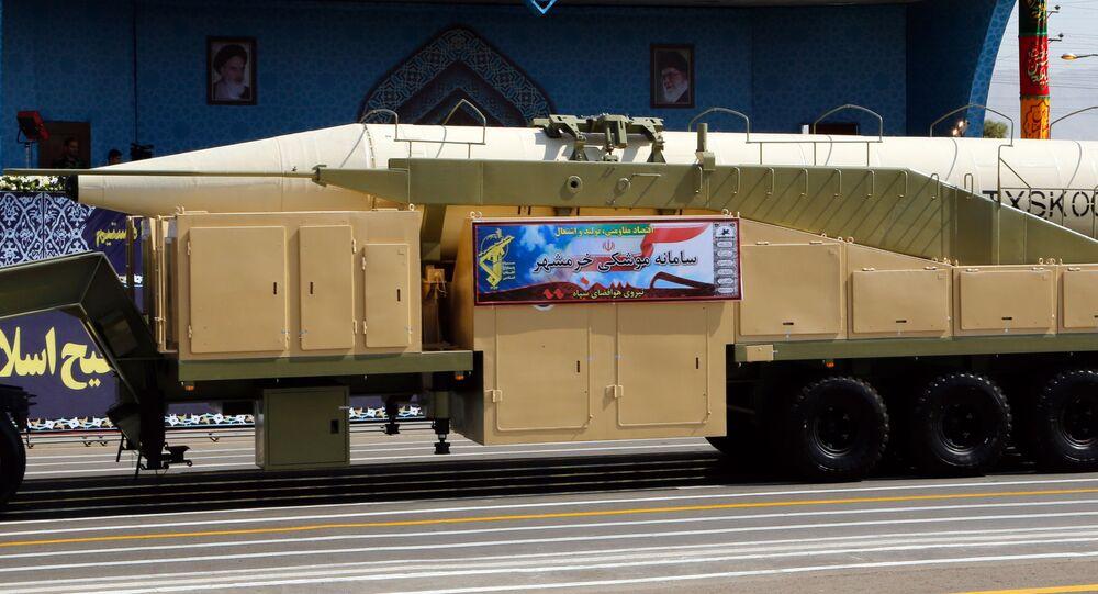 Nowy irański pocisk balistyczny Khoramshahr podczas parady wojskowej w Teheranie