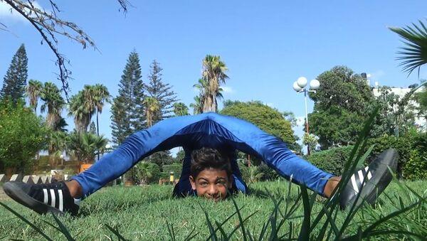 Młody akrobata chce pobić  rekord Guinnessa - Sputnik Polska