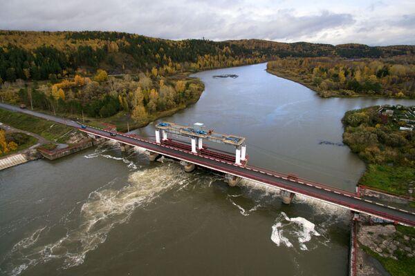 Zapora na rzece Chulym na terytorium Krasnojarska - Sputnik Polska