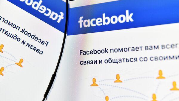 Strona Facebooka na ekranie komputera - Sputnik Polska