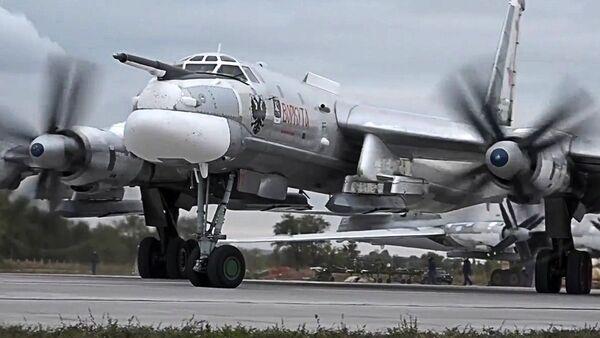 Rosyjski bombowiec strategiczny TU-95MS - Sputnik Polska