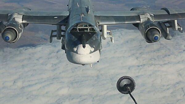 Tankowanie w powietrzu rosyjskiego bombowca strategicznego TU-95MS - Sputnik Polska