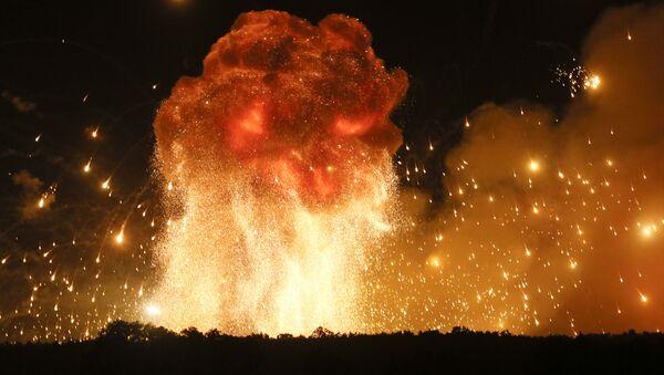 Pożar i wybuchy w magazynach amunicji w pobliżu miasta Kalinówka w obwodzie winnickim, Ukraina - Sputnik Polska