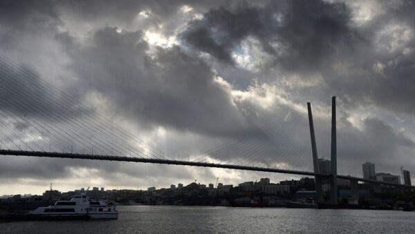 Wantowy most przez zatokę Złoty Róg we Władywostoku - Sputnik Polska