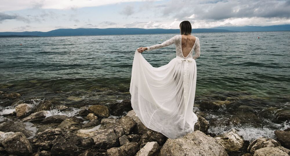 Narzeczona w sukni ślubnej