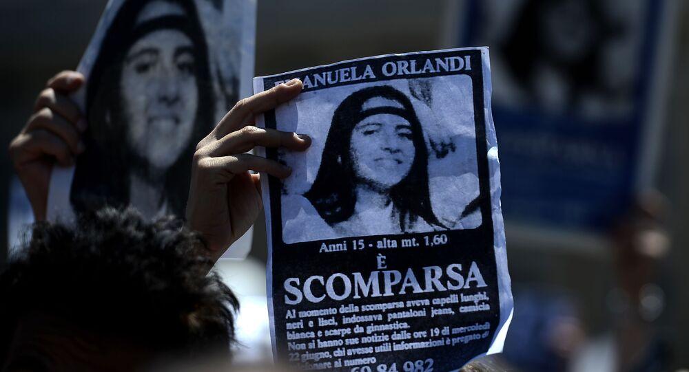 Plakat z wizerunkiem zaginionej Emanueli Orlandi, 15-letniej córki pracownika kancelarii papieża. Zdjęcie archiwalne
