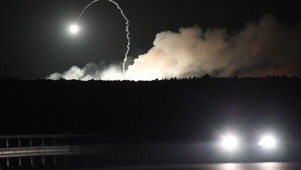 Pożar i eksplozje w składach amunicji w pobliżu miasta Kalinówka w obwodzie winnickim na Ukrainie - Sputnik Polska